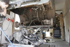 Motor ausgebaut, Blick auf den Tankplatz